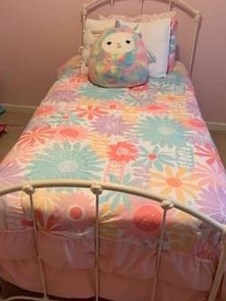 Cream/off White Iron Twin Bed for Sale in Roswell,  GA