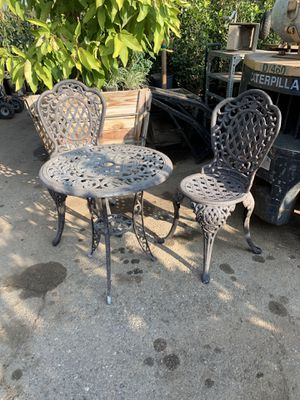 Metal table and chairs for Sale in San Bernardino, CA