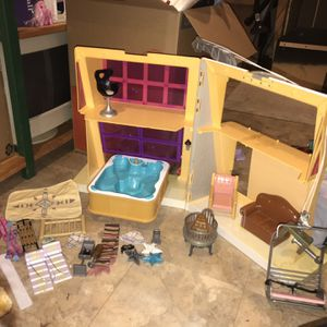 Bratz RARE 2004 Chill Out Lodge playset for Sale in Clinton Township, MI