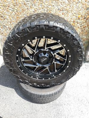 "(Toyota Tundra) 20"" Moto Metal rims and 33"" Nitto Trail Grappler M/T tires for Sale in Norfolk, VA"