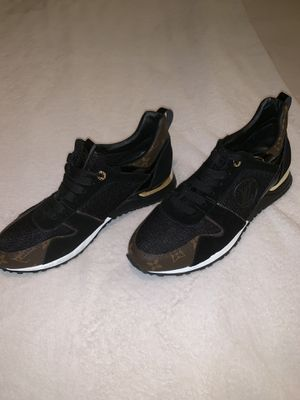 Louis Vuitton Men's Sneakers size 10.5us for Sale in Brooklyn, NY