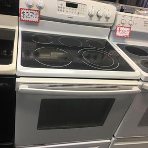KENMORE ELECTRIC STOVE IN EXCELLENT CONDITION for Sale in Laurel, MD