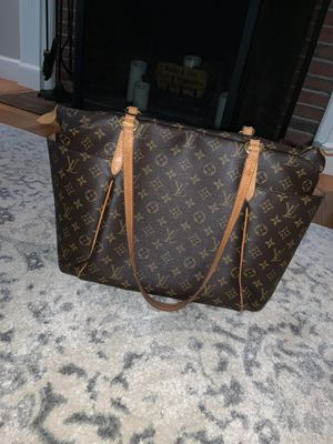 Louis Vuitton Totally mm for Sale in Bedford, MA