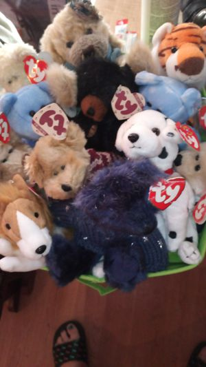 Set of 12 mint condition beanie babies plus 3 boyds bears for Sale in Las Vegas, NV