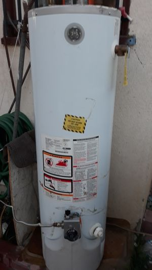 Water heater gas natural Work good 30 gallons/Year 2012 for Sale in Bakersfield, CA