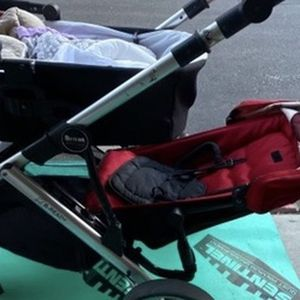Britax B-ready double stroller with ride on board for Sale in Aliso Viejo, CA