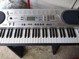 Casio piano en muy buen estado con stand 125 for Sale in Hyattsville, MD