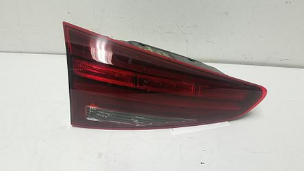Hyundai Tucson left inner taillight 2019-2020 for Sale in South Gate,  CA