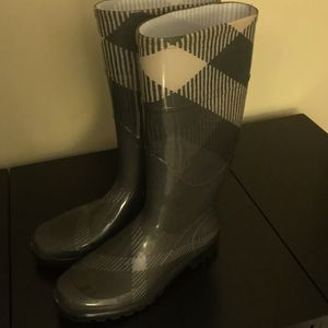 Burberry Rain Boots for Sale in Monroe Township, NJ