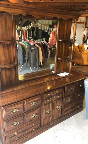 Dresser with mirror for Sale in CANADIAN LAKE, MI