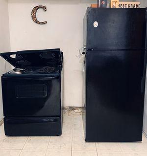 Kitchen Appliances- Stove, Refrigerator, Microwave for Sale in San Antonio, TX