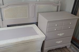 Bedroom set-Queen or Full for Sale in Bellevue, TN