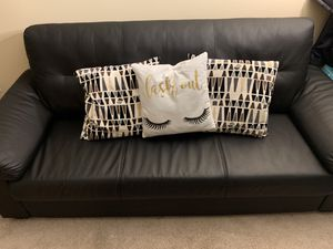 Couch with 3 pillows for Sale in Chicago, IL