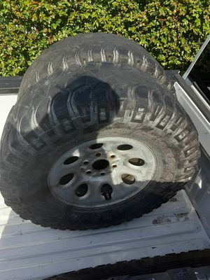 Mickey Thompson baja tires and rims 17in very low tread for Sale in Hialeah, FL