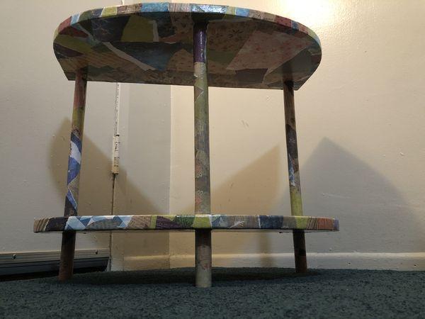 Unique 3-legged shelf