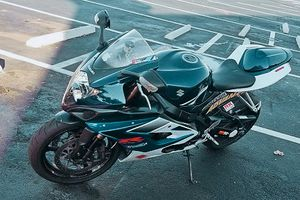 600$ URGENT!For sale2006 GSX-R ,Very clean.Clean tittle Runs and drives great.,no issues!Clean title! for Sale in Sacramento, CA