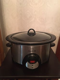 Rival 6 quart programmable crock pot for Sale in North Providence,  RI