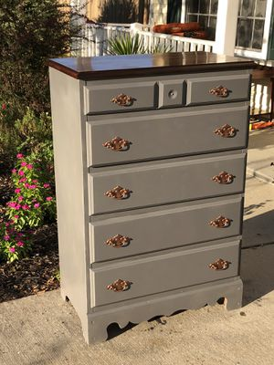 Beautiful Wood Dresser with 5 Drawers. Door Delivery available. Hablar espanol. 30L X 17W X45.5H for Sale in Raleigh, NC