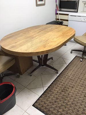 Retro Vintage kitchen table & 4 retro chair's 1 leaf & table pads super super clean for Sale in Prospect Heights, IL