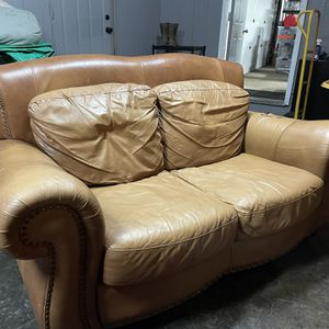 Leather Couch Free for Sale in Battle Ground, WA