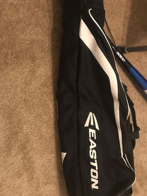 Easton softball/baseball bag With glove for Sale in Clovis, CA