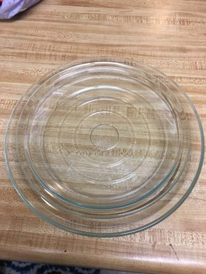 Like new! Pyrex pie plate and serving platter . Both for $3 located off lake mead and jones area ... for Sale in Las Vegas, NV