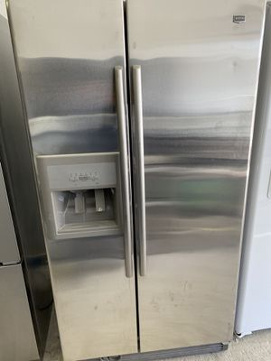 Maytag side x side stainless steel refrigerator/ ***ICE MAKER DONT WORK *** for Sale in Chicago, IL