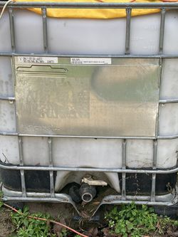 Water Tank 300 Gallon for Sale in Gainesville,  FL