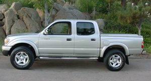 On Saleee 2004 Toyota Tacoma PreRunner 4WDWheels Clean! for Sale in Peoria, IL