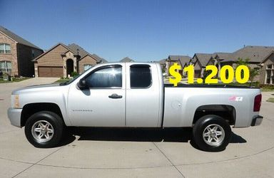 💲1.2OO I sell URGENT my family car 2011 Chevrolet Silverado Runs and drives great! Clean title. for Sale in Cleveland,  OH