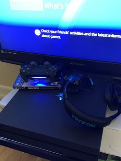 PS4 Pro 1TB With 2 Games One controller And Headset for Sale in The Bronx,  NY