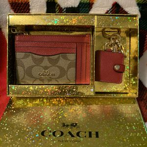 Coach Id Wallet And Picture Charm In Holiday Box for Sale in Los Angeles, CA
