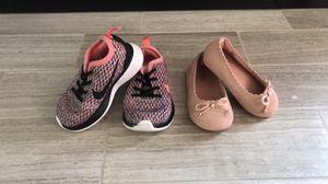 Dos pares de zapatos para niña Size 5 for Sale in San Jose, CA