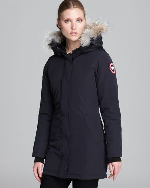 Authentic Canada Goose Victoria Down Parka Size XS for Sale in Los Angeles, CA