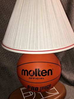 Super unique basketball lamp - REAL Basketball! for Sale in Miami,  FL