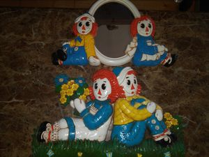 2 Vintage 1977 Bobbs Merrill Co. Syroco raggedy Ann and Andy Collectible wall plaques for Sale in Hawthorne, CA