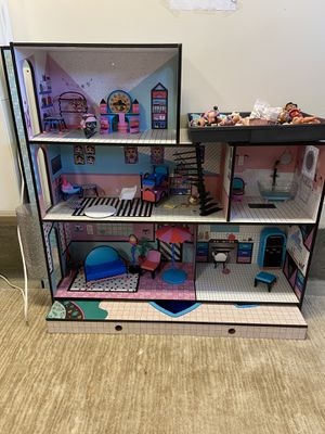 LOL doll house + dolls and accessories for Sale in Glendale, CA