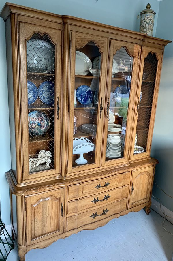 Thomasville french provincial china cabinet hutch breakfront buffet