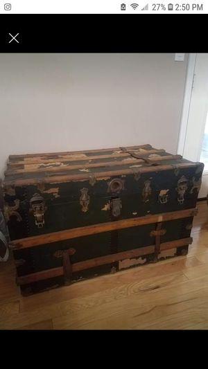 Vintage trunk for Sale in Gulf Breeze, FL