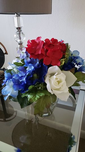 NEW - VASE BLUE, RED AND WHITE FLOWERS for Sale in Pompano Beach, FL