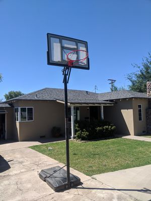 Lifetime Shatterproof Portable Basketball Hoop (Best Offer) for Sale in Phoenix, AZ