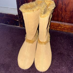 Everything must go! Women Timberland boots for Sale in Cincinnati, OH