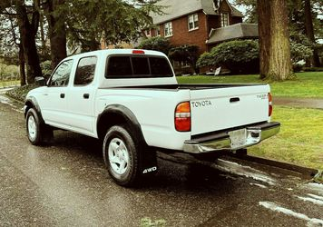 20/02 Toyota Tacoma SR5 4-DOOR 4X4 truck all option for Sale in Cleveland,  OH