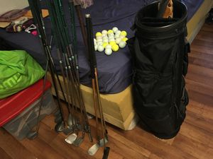 Golf bag, 29 golf balls, 15 golf clubs,golf tees free for Sale in Las Vegas, NV
