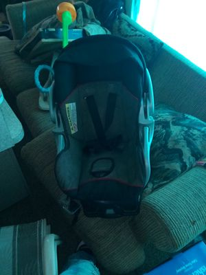 Baby trend car seat base and matching stroller for Sale in Roseville, MI