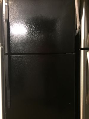 Top freezer black refrigerator for Sale in Fort Lauderdale, FL