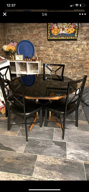 Dining table with 4 chair for Sale in Chicago, IL