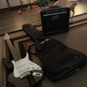 Peavey Electric Guitar W/amp for Sale in Houston, TX