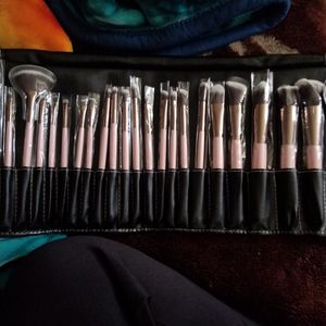 Beauty Creations Blossom 24 Piece Brush Set for Sale in Pico Rivera, CA