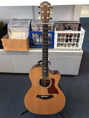Taylor acoustic/electric guitar with case Pawn Shop Casa de Empeño for Sale in Vista, CA